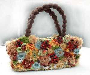 Вязаные сумки спицами.  Чрезвычайно красиво смотрятся сумки связанные, как заведено выражаться, разными узорами...